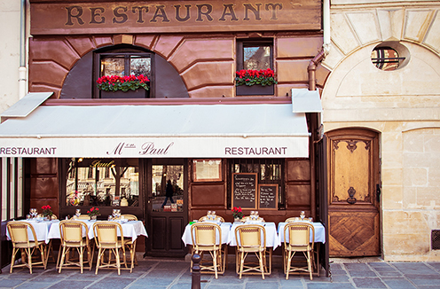 Romantic restaurant in Paris