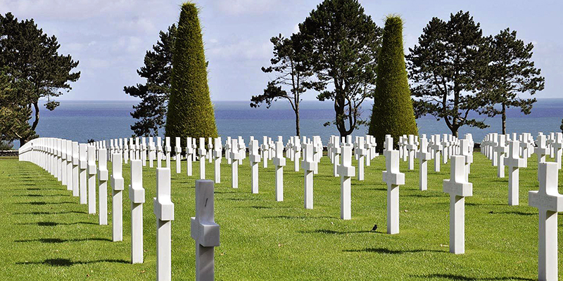 There are thousands of war graves in þnormandy.
